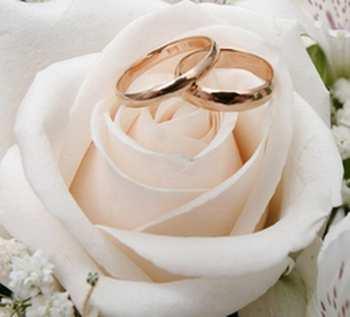 flores blancas en ramos de novia